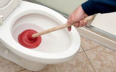 Aprenda como desentupir vaso sanitário com 9 dicas simples