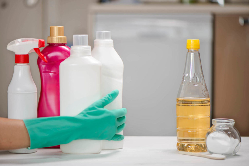 Como desentupir o vaso sanitário com bicarbonato de sódio e vinagre